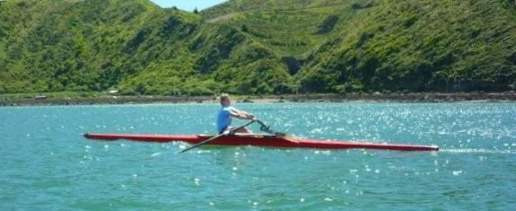 picture of red single scull